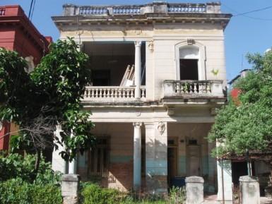 Biplanta in Vedado, Plaza de la Revolución, La Habana