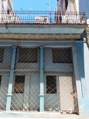 Biplanta in Plaza Vieja, Habana Vieja, La Habana