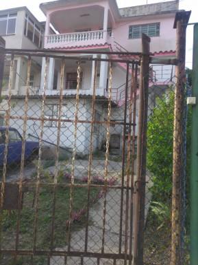 Biplanta en Pomo de Oro, Guanabacoa, La Habana
