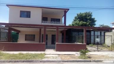 Biplanta en Martí, Cerro, La Habana