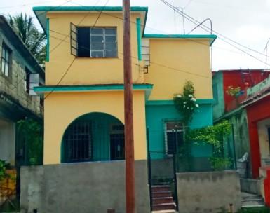 Biplanta en Lawton, Diez de Octubre, La Habana