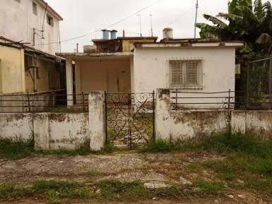 Independent House in Vía Blanca, Guanabacoa, La Habana