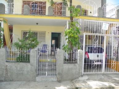 House in La Aurora y Velázquez, Las Tunas, Las Tunas