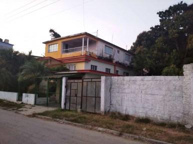 Biplanta en DBeche, Guanabacoa, La Habana